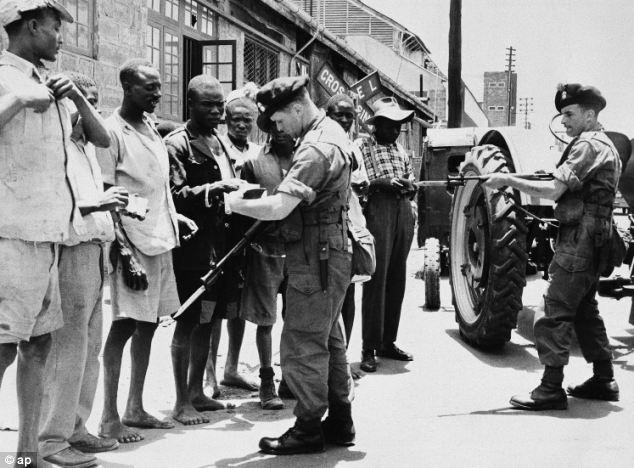 Ellenőrzés Kenyában - 1952 / Fotó: Kenyaholidays.altervista.org